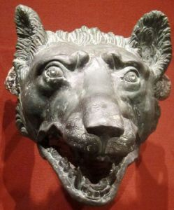800px-Wolf_head_1-100_CE_bronze_Roman_Cleveland_Museum_of_Art